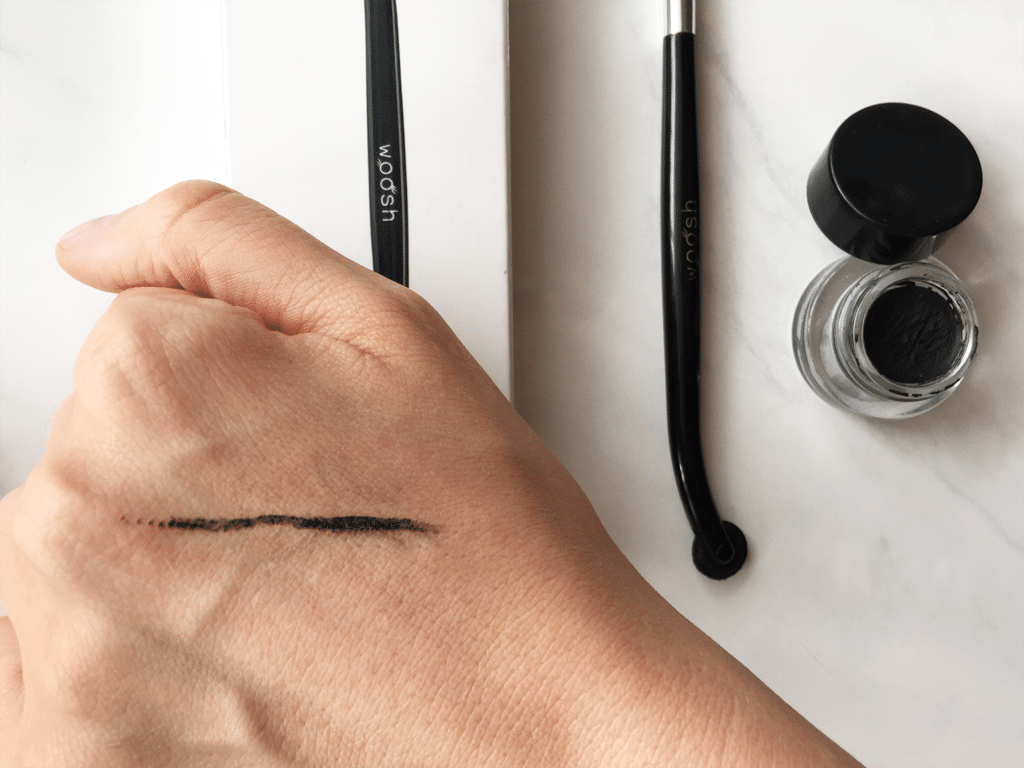 The Eyeliner Wheel by Woosh Beauty | Review - Swatch with Gel Eye Liner